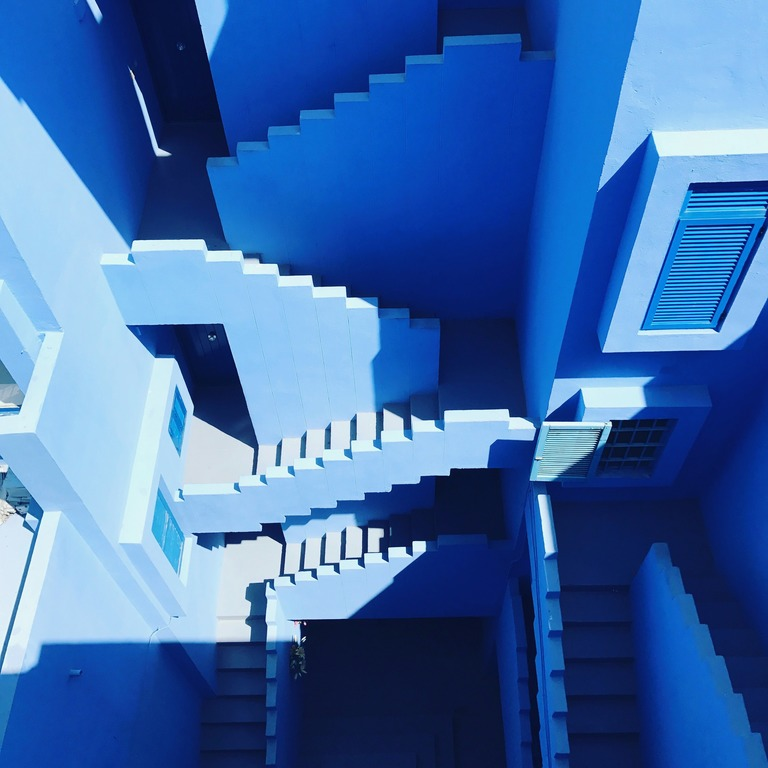 Blue step stairs in the maze.